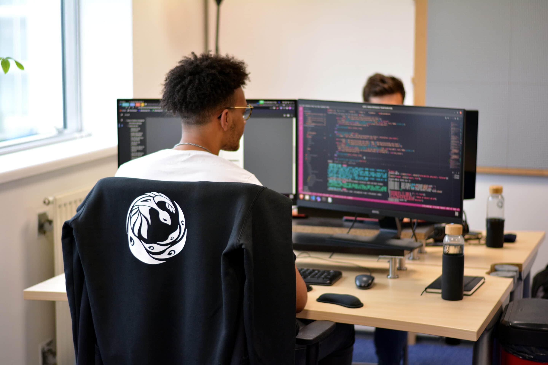 Les membres de l'équipe dans les locaux Cyberwatch de Massy